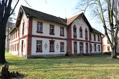 Vecchia costruzione della stazione termale in Banja Koviljaca, Serbia Fotografie Stock