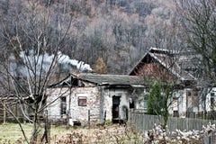 Vecchia costruzione demolita entro tempo immagini stock libere da diritti