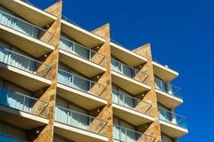 Vecchia costruzione di appartamenti Fotografie Stock Libere da Diritti