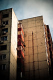 Vecchia costruzione di appartamento Immagine Stock