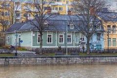 Vecchia costruzione di legno nella città di Turku Immagini Stock