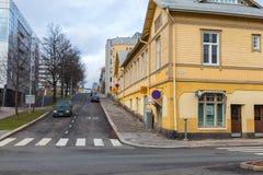 Vecchia costruzione di legno nella città di Turku Immagine Stock