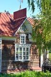 Vecchia costruzione di legno nella città di Kirillov Immagine Stock