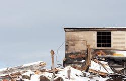 Vecchia costruzione di mattone demolita ed abbandonata Fotografia Stock