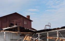 Vecchia costruzione di mattone demolita ed abbandonata Fotografie Stock Libere da Diritti