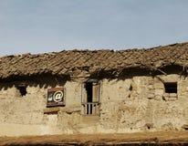 Vecchia costruzione e nuova tecnologia Fotografie Stock Libere da Diritti