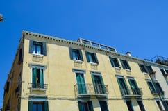 Vecchia costruzione gialla a Venezia, Italia Fotografia Stock Libera da Diritti