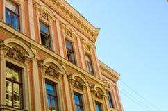 Vecchia costruzione gialla a Zagabria, Croazia fotografia stock