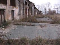 Vecchia costruzione inutile abbandonata della costruzione triste fotografie stock