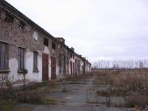 Vecchia costruzione inutile abbandonata della costruzione triste immagini stock