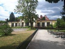 Vecchia costruzione nel giardino di Bernardinai fotografia stock libera da diritti