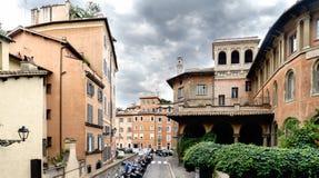 Vecchia costruzione romana che alloggia la scuola primaria chiamata Immagine Stock