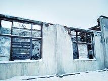 vecchia costruzione rovinata abbandonata senza un tetto immagine stock