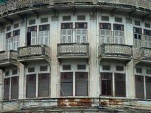 Vecchia costruzione tailandese di Bangkok Immagini Stock