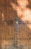 Vecchia doppia porta di legno fotografia stock