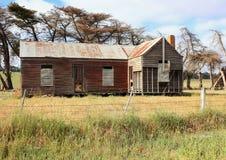 Vecchia e fattoria australiana dilapidata del paese Immagine Stock