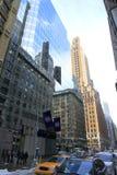 Vecchia e nuova architettura in specchio - Manhattan - New York - U.S.A. immagini stock libere da diritti