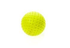 Vecchia e palla da golf sporca gialla fluorescente isolata su bianco fotografia stock libera da diritti