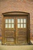 Vecchia entrata del basamento del magazzino Fotografia Stock Libera da Diritti
