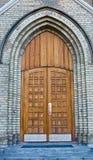 Vecchia entrata della chiesa con le porte chiuse Immagini Stock Libere da Diritti