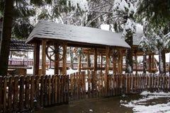 Vecchia entrata di legno del portone Immagini Stock Libere da Diritti