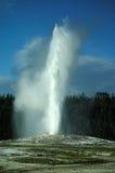 Vecchia eruzione fedele del geyser Fotografia Stock Libera da Diritti