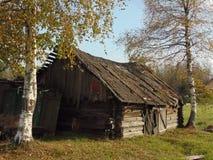 Vecchia estate del villaggio della natura della casa Immagini Stock