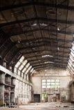 Vecchia fabbrica abbandonata - corridoio Immagini Stock