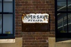 Vecchia fabbrica di risparmi della carta di pubblicità del manifesto in Sydney Central Immagine Stock