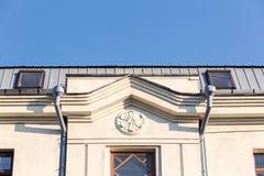 Vecchia facciata della casa con l'incanalamento Fotografia Stock