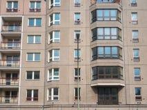 Vecchia facciata della costruzione del gdr in Berlino Est Fotografia Stock