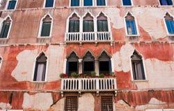 Vecchia facciata della costruzione a Venezia Immagini Stock Libere da Diritti