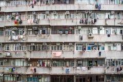 Vecchia facciata residenziale tradizionale che costruisce Hong Kong Fotografie Stock Libere da Diritti