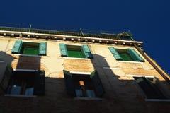 Vecchia facciata veneziana della casa Fotografia Stock Libera da Diritti
