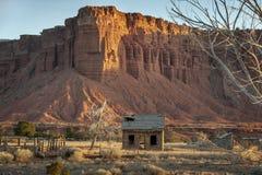 Vecchia fattoria abbandonata nella regione della scogliera del Campidoglio dell'Utah Immagine Stock Libera da Diritti