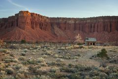 Vecchia fattoria abbandonata nella regione della scogliera del Campidoglio dell'Utah Fotografia Stock Libera da Diritti