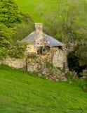 Vecchia fattoria rovinata in Galles Fotografia Stock