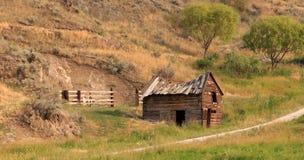 Vecchia fattoria in un campo vicino a Lillooet, Columbia Britannica Fotografia Stock