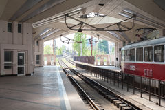 Vecchia fermata del treno alla stazione ferroviaria Fotografia Stock