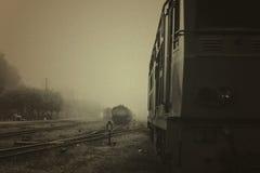 Vecchia ferrovia con la locomotiva su nero & su bianco Fotografia Stock Libera da Diritti