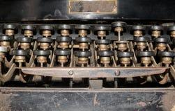 vecchia fine arrugginita della macchina da scrivere sulla foto Fotografia Stock Libera da Diritti