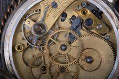 Vecchia fine del movimento a orologeria su immagini stock