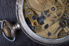 Vecchia fine del movimento a orologeria su immagine stock