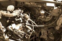 Vecchia fine su rotta e sporca del motore di automobile immagini stock libere da diritti