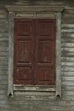 vecchia finestra chiusa di legno misera Immagini Stock