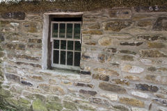 Vecchia finestra del cottage Immagini Stock