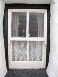 Vecchia finestra del cottage Fotografia Stock Libera da Diritti