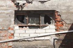 Vecchia finestra della cantina Immagine Stock