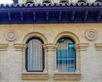 Vecchia finestra finita in arco I Fotografia Stock Libera da Diritti