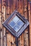 Vecchia finestra a forma di diamante del granaio Fotografia Stock Libera da Diritti